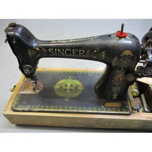 27 - Singer F96040 7 sewing machine...