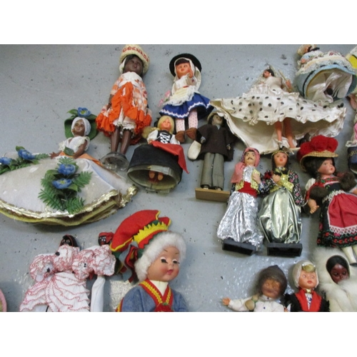 58 - Quantity of costume dolls to include Grenada, Holland, Luxemburg, Bahama etc, Approx 32...
