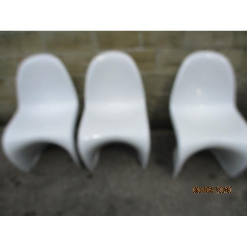 24 - Set of 6 1960s Fibre glass retro Vitra Panton style modern chairs....