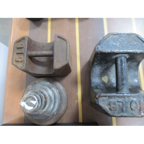 27 - Collection of vintage weights to include large 100 weight (about 25lbs) 10lb 5lb and 1 ounce to 2lbs