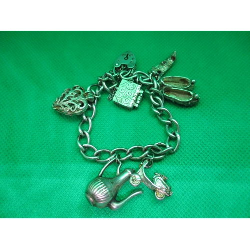51 - Vintage silver charm bracelet with 7 charms...