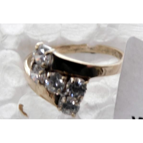 237 - 9ct Gold 5 stone ring size H
