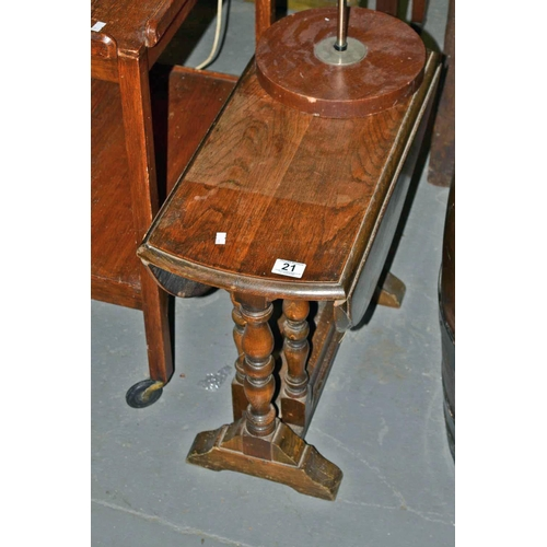 21 - Small oak drop leaf table...