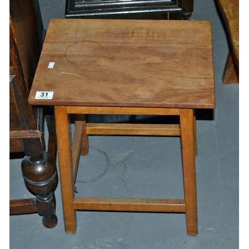 31 - Small oak table...