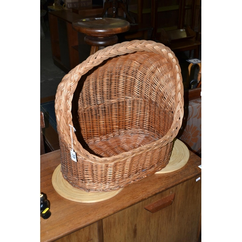 39 - Large wicker basket...