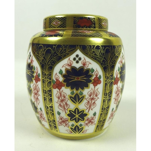 513 - A Royal Crown Derby bone china ginger jar, Old Imari pattern, 1128, LXII, 11cm high....