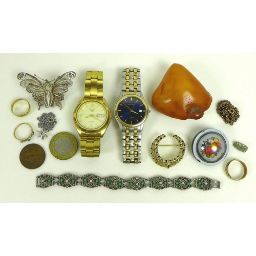 755 - A collection of jewellery and watches, including a Seiko 5 automatic wristwatch, day and date apertu...