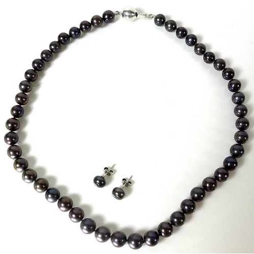 818 - A South Seas black pearl necklace, comprising forty seven evenly sized cultured pearls, each of appr...
