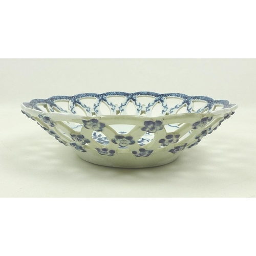 507 - A Caughley Worcester pierced fruit basket bowl, circa 1780, decorated in underglaze blue with fruit ...