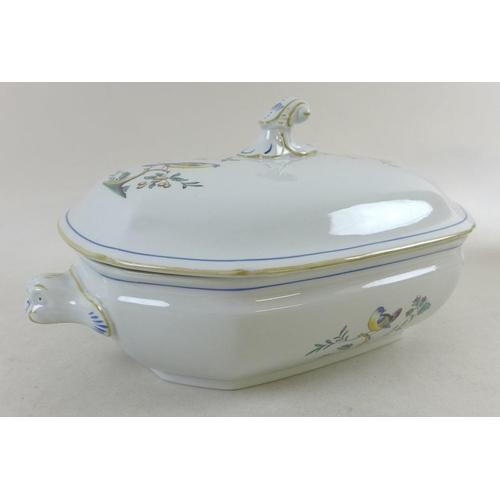 522 - A Spode twelve person tea set, Queen's Bird pattern, comprising 12 cups, 12 saucers, tea pot, coffee...
