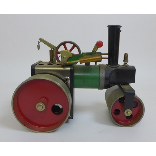 133 - A Mamod steam traction engine, complete with original accessories, instructions and box....