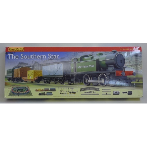 138 - A modern Hornby OO gauge model railway boxed set, 'The Southern Star', R1132....