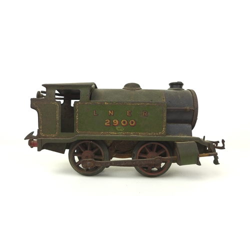 141 - A Hornby LNER 2900 O gauge locomotive, the green painted body with 2900 and LNER in gilt, marked Hor...