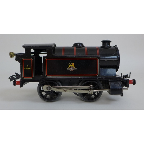 140 - A collection of vintage Hornby such as a Hornby Meccano O gauge Tank Goods set, No.40, including a t...
