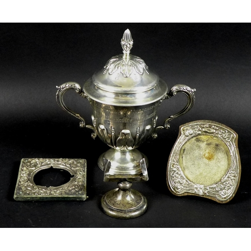 15 - An Edwardian silver golfing trophy, of twin handled urn form with cover, entitled 'The Houldsworth F...