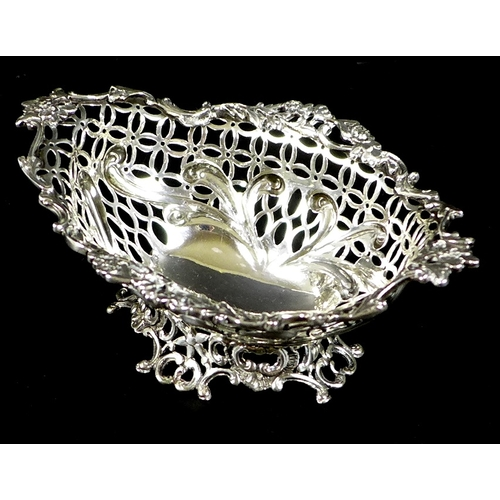 36 - An Art Nouveau pierced silver bon bon dish with applied cast foliate rim, London 1892, William Comyn...