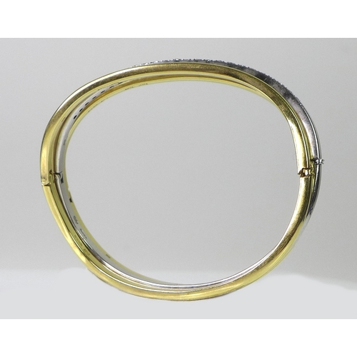259 - A fine set of three 18ct gold bangles, retailed by Garrard and Co, each bangle of matching sinuous f...