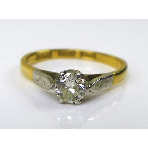 214 - An 18ct gold and platinum diamond solitaire ring, approx 0.25ct diamond, platinum stylised leaf shou...