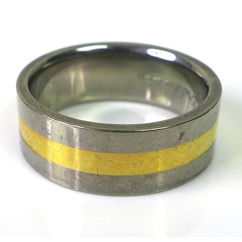 152 - A titanium wide banded ring with band of gold to the centre, engraved 'infinity' to the inside, size...