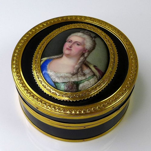 218 - A fine gold and tortoiseshell snuff box, circa 1765, possibly French Louis XVI, of circular form, th...