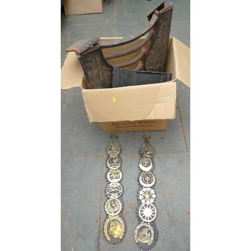 16 - A Victorian cast iron fire grate, together with a collection of horse brasses. (1 box)...