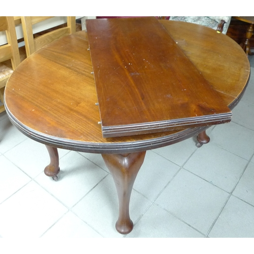 334 - A 20th century mahogany dining table, with extra leaf, together with a set of four dining chairs....