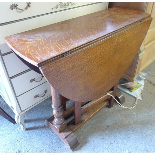 405 - A group of furniture, comprising a French style cream painted dressing chest with oval mirror and fi...