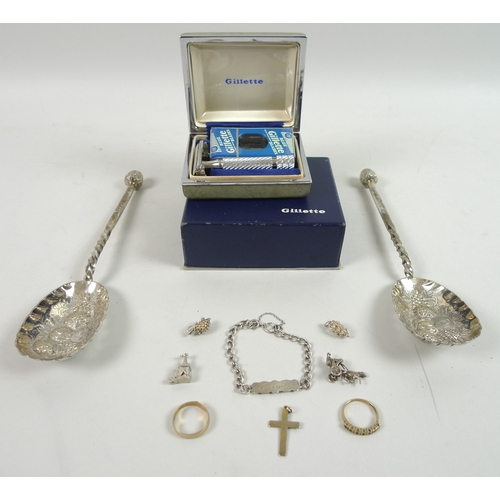 522 - A group of jewellery and collectables, comprising a 9ct gold wedding band, 2.2g, a 9ct gold ring set...