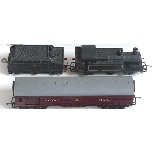 127 - A collection of Tri-ang Hornby OO gauge model railway, including a Horby Dublo die cast metal loco, ...