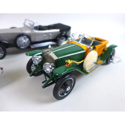 124 - A group of four Franklin Mint 1:24 Rolls Royce models, comprising a 1914 Rolls Royce, a 1921 Silver ...