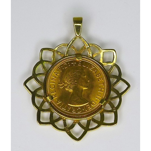 58 - An Elizabeth II gold sovereign, 1959, in a 9ct gold pendant setting, 3.8cm, 12.2g total....