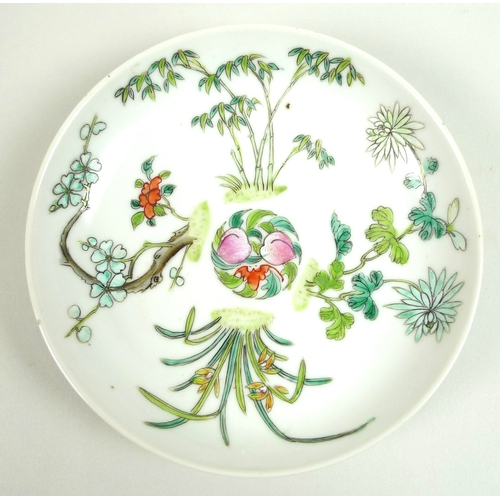 81 - A Chinese famille verte porcelain saucer dish, Qing Dynasty, 18th century, decorated with a central ...