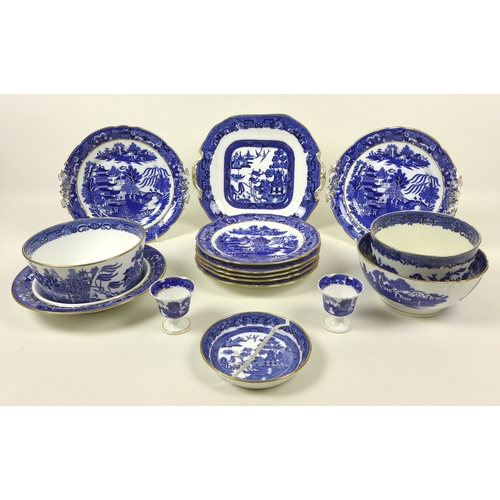 34 - A group of Victorian and later Willow Pattern china, comprising five Graingers Worcester plates, 20c...