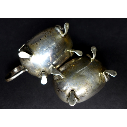 13 - A group of eleven pieces of silver, comprising a turtle shell and silver circular form trinket box, ...