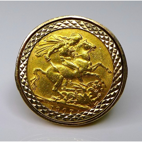 113 - An Edward VII gold sovereign, 1907, in a 9ct gold ring setting, size M, 13.8g total.