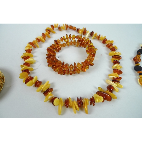 191 - A quantity of amber style costume jewellery, including a set of silver and amber style accessories, ...