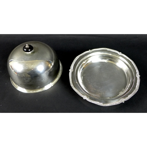54 - A George V silver muffin dish, of circular domed form, with black plastic finial, removable tray, an...