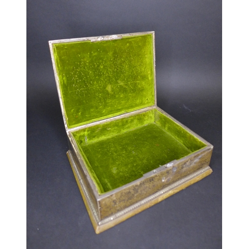 94 - A Victorian silver trinket box, the top inlaid with moss agate, within gadrooned borders, cross-band...