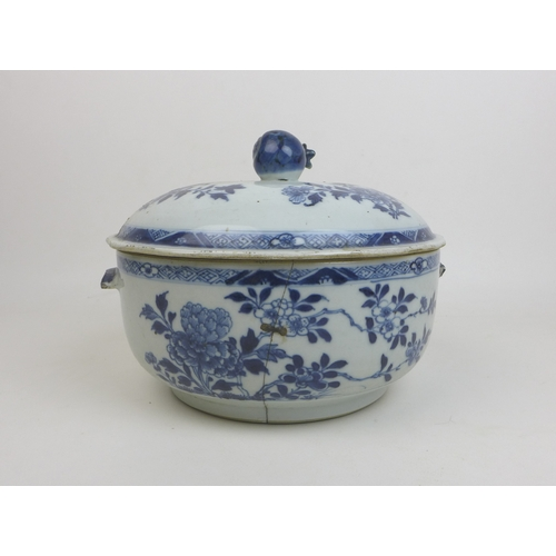 99 - A group of Chinese and Japanes porcelain, comprising a Chinese Qing blue and white lidded bowl, 18th...