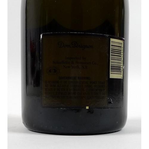 220 - Vintage Champagne: a bottle of Moet & Chandon Champagne, Cuvee Dom Perignon, Vintage 1996....