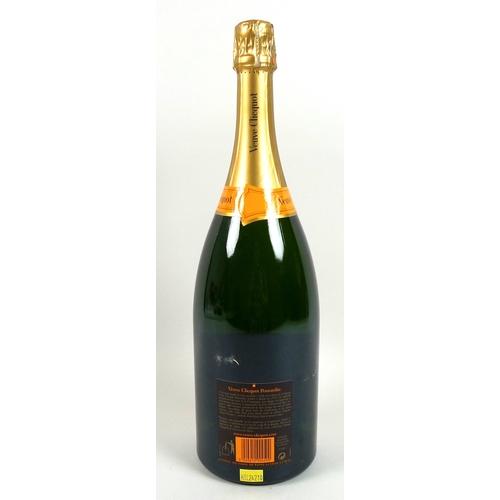 222 - Vintage Champagne: a magnum of Veuve Clicquot Ponsardin Brut, in wooden presentation case....
