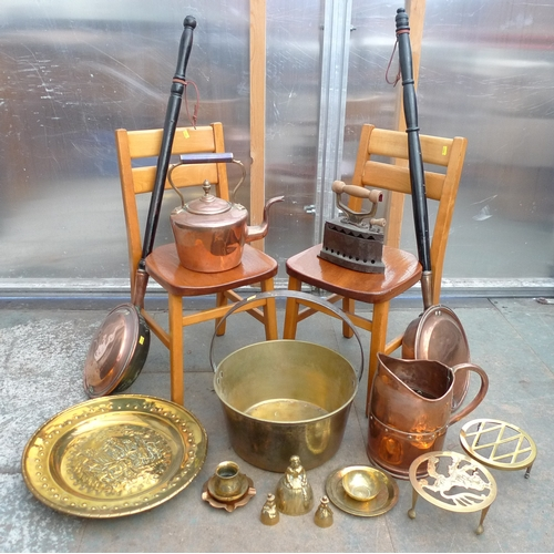 34 - A group of copper and brass wares, including a jamming pan, brass ornaments and two 20th century ben...