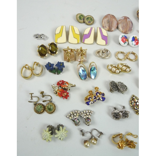 134 - A quantity of costume jewellery, including a large collection of clip on earrings of varying sizes a...