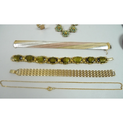 124 - A quantity of costume jewellery, including a group of ladies wrist watches, a rose gold coloured Str...