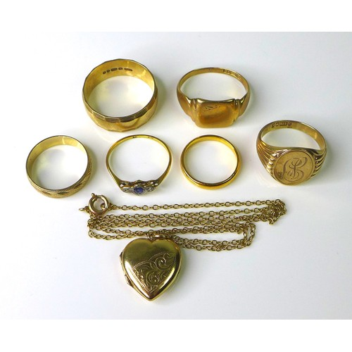 174 - A group of 22ct and 9ct gold jewellery, comprising a 22ct gold band, size I, 2.4g,  five 9ct gold ge...