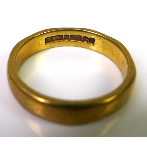 126 - A 9ct gold wedding band, size L/M, 3.2g....