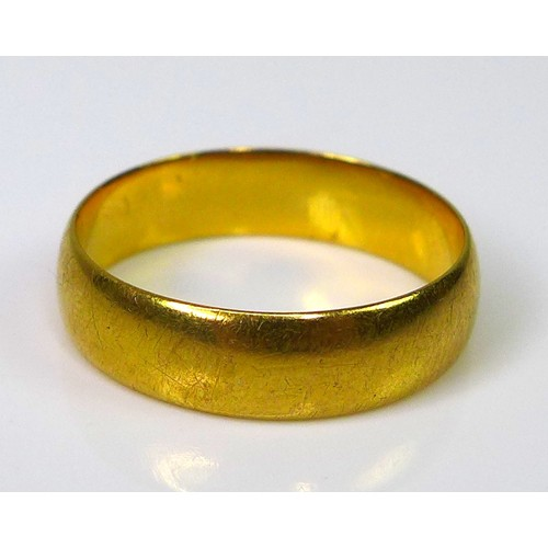 137 - A 22ct gold band, size K/L, 3.5g....