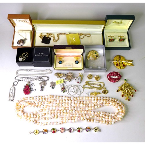 130 - A group of designer costume jewellery, including a a brooch formed as a pair of bejewelled lips with...