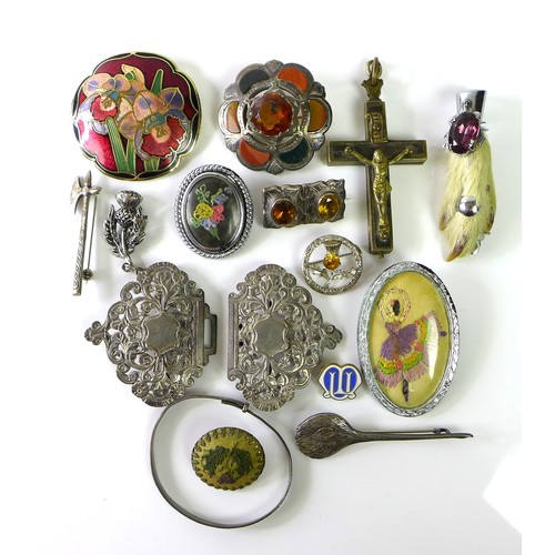 132 - A group of antique jewellery, including an enamelled Art Nouveau brooch, a pair of foliate buckles, ...