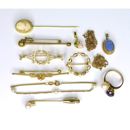 152 - An 18ct gold stick pin set with a pearl and a diamond, 2.7g, together with a group of 9ct jewellery,...